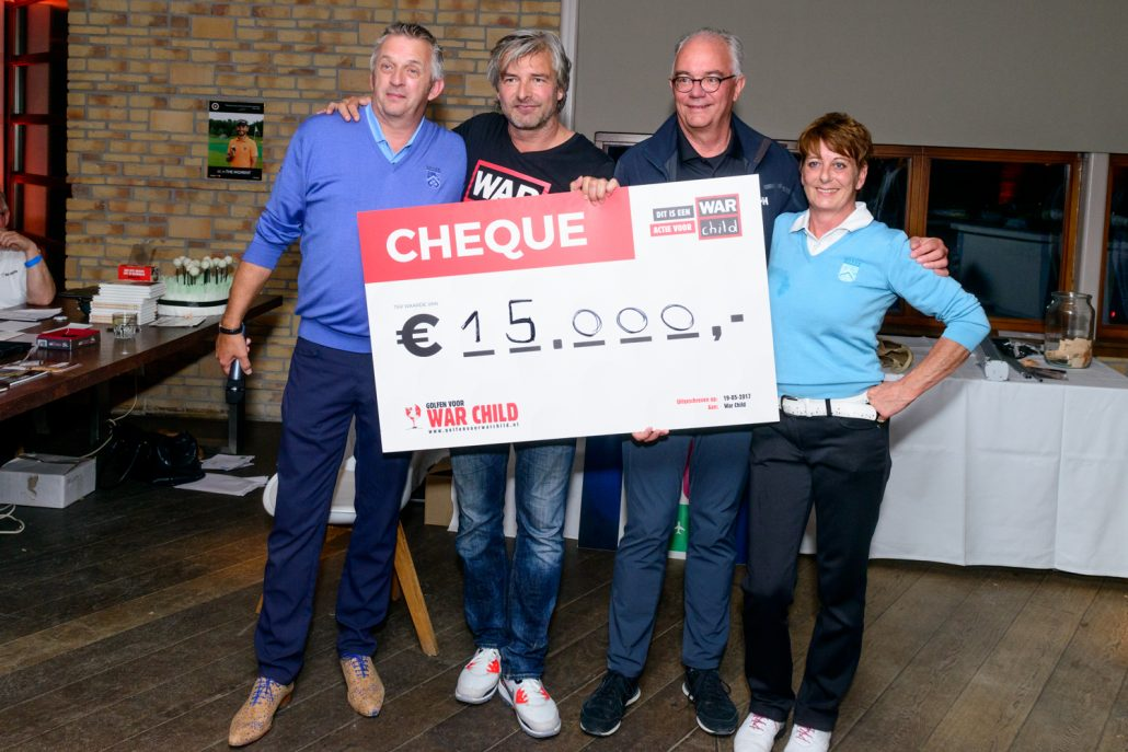 Cheque Golfen voor War Child 2017